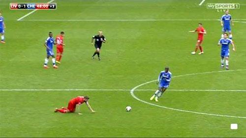 Ảnh chế: Gerrard trượt chân, Liverpool rơi cúp - 1
