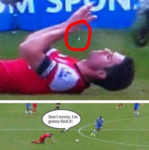 Ảnh chế: Gerrard trượt chân, Liverpool rơi cúp - 5