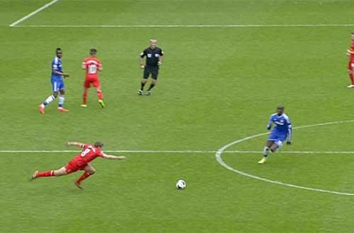 """CĐV Liverpool và Chelsea """"tẩn nhau"""" sau đại chiến - 1"""