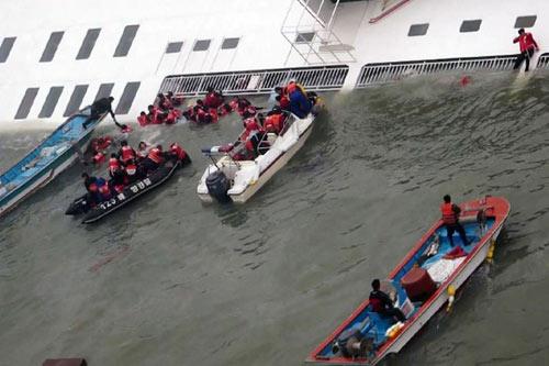 """Chìm phà Sewol: """"Lẽ ra đã cứu được nhiều hơn"""" - 1"""
