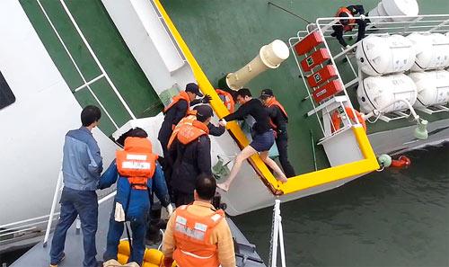 """Chìm phà Sewol: """"Lẽ ra đã cứu được nhiều hơn"""" - 3"""