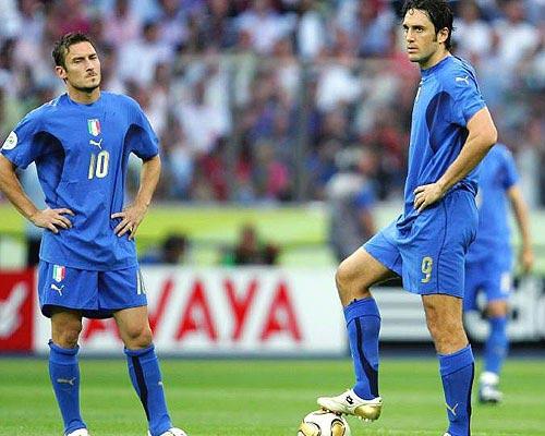 World Cup còn 46 ngày: Luca Toni, Totti hết cơ hội - 1