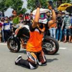 Thể thao - Tay đua mô tô Malaysia vái lạy khán giả Việt Nam