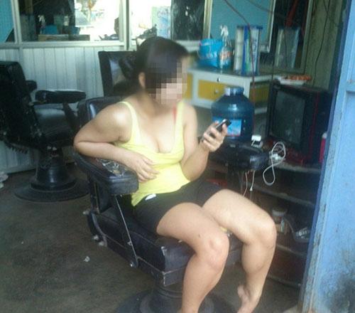 Bên trong những quán cắt tóc kích dục nơi phố núi - 1