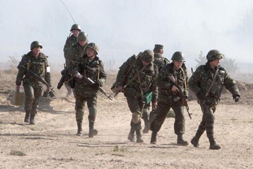 """Nga """"đảm bảo"""" sẽ không xâm lược Ukraine - 1"""