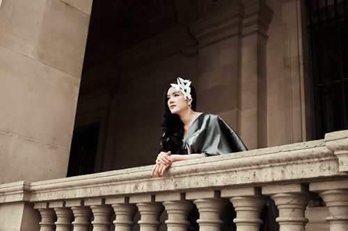 Lý Nhã Kỳ hóa nàng công chúa lạc lối trên đất Pháp - 1