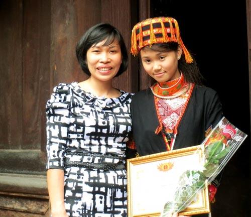 Nữ sinh người Dao được đặc cách vào đại học - 3