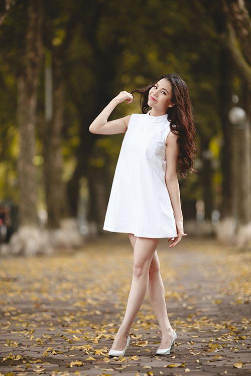 Trà Ngọc Hằng khoe chân dài quyến rũ - 8
