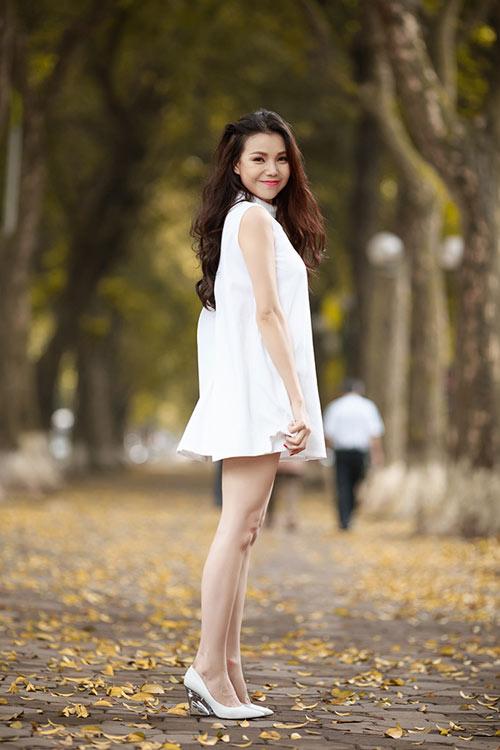 Trà Ngọc Hằng khoe chân dài quyến rũ - 5