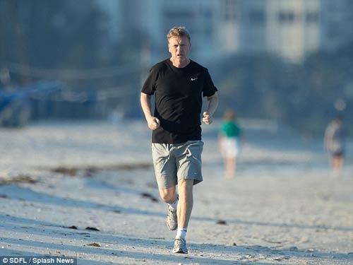 """David Moyes đi biển tránh """"bão"""" - 1"""