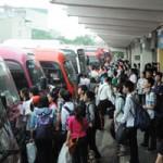 Tin tức trong ngày - Nghỉ lễ 30/4: Chen lấn nghẹt thở mua vé xe về quê