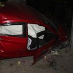 Tin tức trong ngày - Ô tô đâm vào cổng nhà dân, 5 người cấp cứu