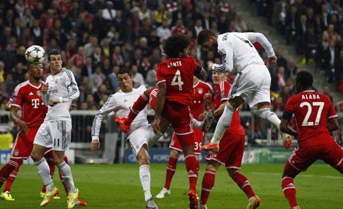 """Bayern Munich: """"Chết"""" bởi bóng chết - 1"""