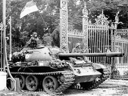 Những người lính dẫn xe tăng vào Dinh Độc Lập trưa 30/4 - 4