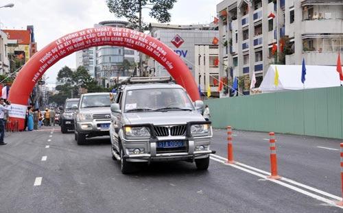 Thông xe cầu Lê Văn Sỹ ở trung tâm Sài Gòn - 4