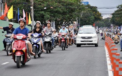 Thông xe cầu Lê Văn Sỹ ở trung tâm Sài Gòn - 6