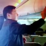 Tin tức trong ngày - Người TQ lại móc túi hành khách trên máy bay VNA