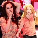 """Ca nhạc - MTV - """"Bản sao"""" Britney, Shakira đua tranh trên sân khấu"""