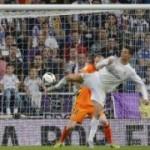 """Bóng đá - Ronaldo cũng đánh gót """"kinh điển"""" như Ibra"""