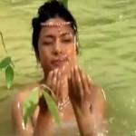 Phim - Video: Cảnh Việt Trinh e ấp tắm suối