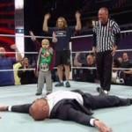 """Thể thao - Video: Cậu bé 8 tuổi """"hạ gục"""" đô vật 110kg"""