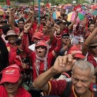 """Phe áo đỏ Thái Lan biểu tình để """"ngăn chặn đảo chính"""""""