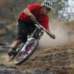 Thể thao - Video: Khả năng kỳ diệu của tay đua xe đạp