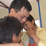 Tin tức trong ngày - Người H'Mông lạc sang Pakistan: Phút đoàn tụ đầy nước mắt