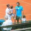 Federer chăm con thay vợ tại Rome Masters