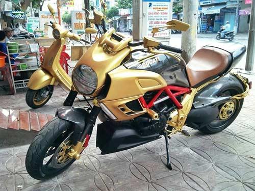 Choáng bộ 3 xe Ducati Diavel, Vespa 946 và Range Rover mạ vàng - 3