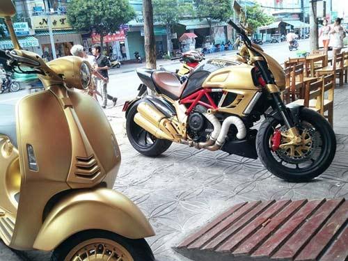 Choáng bộ 3 xe Ducati Diavel, Vespa 946 và Range Rover mạ vàng - 5