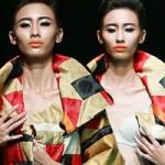 Thời trang - Người mẫu liên tiếp gặp sự cố trên sàn diễn
