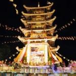 Hàng ngàn người đi lễ chùa mừng lễ Phật đản