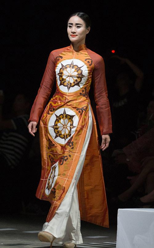 Tùng Dương làm vedette trên sàn diễn thời trang - 12
