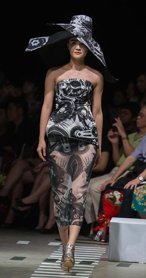 Tùng Dương làm vedette trên sàn diễn thời trang - 4