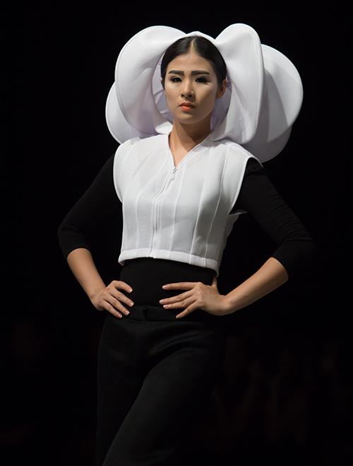 Tùng Dương làm vedette trên sàn diễn thời trang - 6