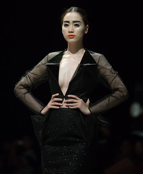 Tùng Dương làm vedette trên sàn diễn thời trang - 7