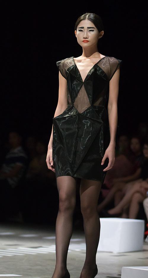 Tùng Dương làm vedette trên sàn diễn thời trang - 8