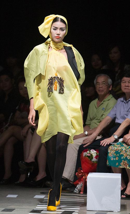 Tùng Dương làm vedette trên sàn diễn thời trang - 17