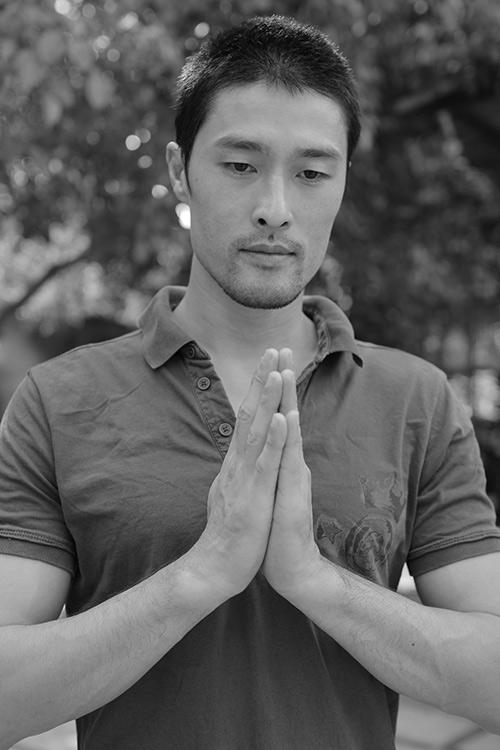 Vân Ngô đội nắng tìm Phật ngọc làm từ thiện - 9