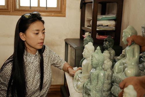 Vân Ngô đội nắng tìm Phật ngọc làm từ thiện - 3