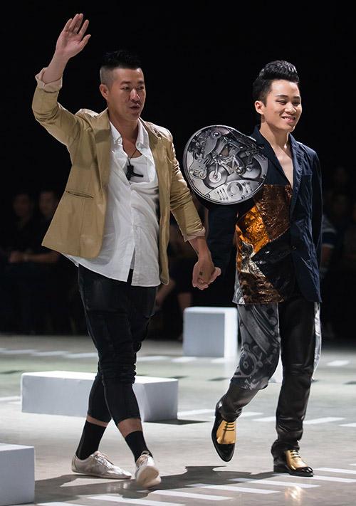 Tùng Dương làm vedette trên sàn diễn thời trang - 2