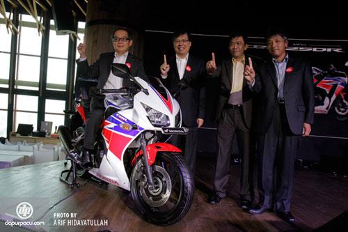 Honda ra mắt CBR250R 2014 siêu tiết kiệm nhiên liệu - 1