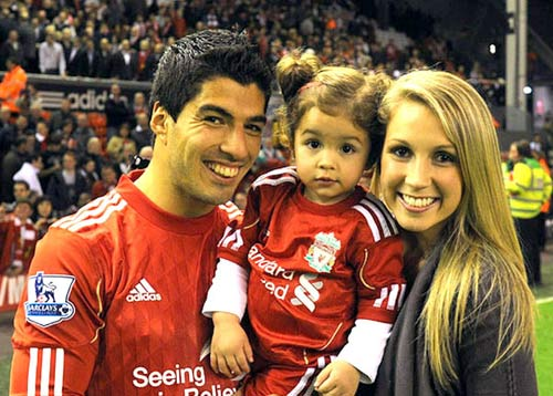 Vì bố mẹ vợ, Suarez có thể gia nhập Barca - 1