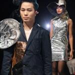 Thời trang - Tùng Dương làm vedette trên sàn diễn thời trang