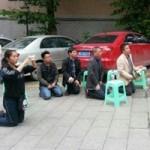 Giáo dục - du học - Giáo viên Trung Quốc quỳ gối để biểu tình