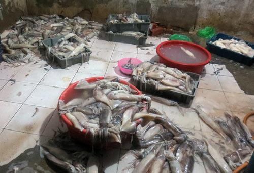 Hàng thải loại, nhiễm độc Trung Quốc tràn lan chợ Việt - 1