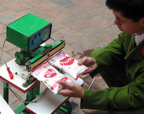 Hàng thải loại, nhiễm độc Trung Quốc tràn lan chợ Việt - 10