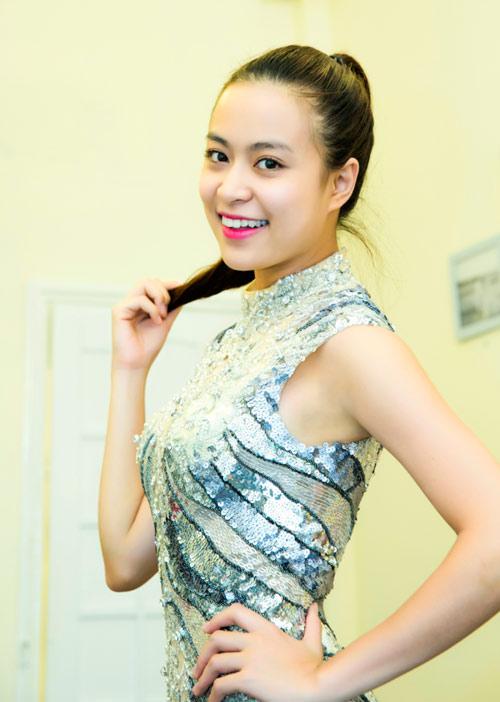 Hoàng Thuỳ Linh khoe chân thon với jumpsuit - 3