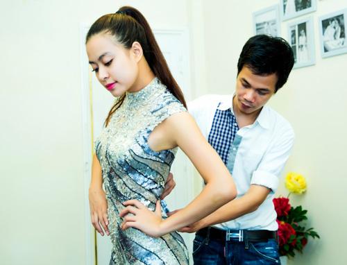 Hoàng Thuỳ Linh khoe chân thon với jumpsuit - 1